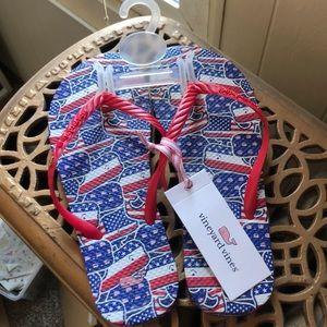Vineyard Vines patterned flip flops! ❤️💙